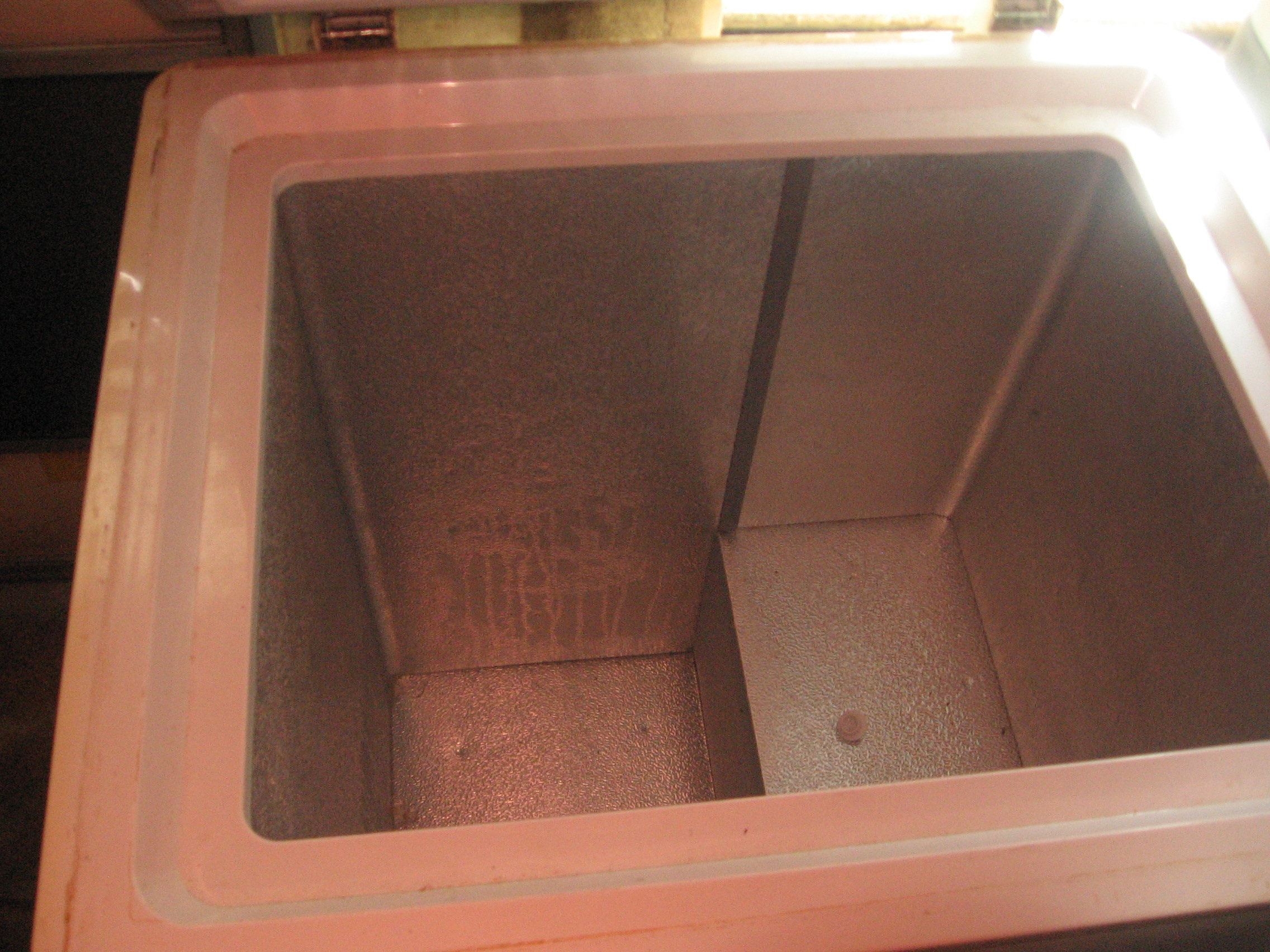 Danby chest freezer defrosted and empty #9D4B2E